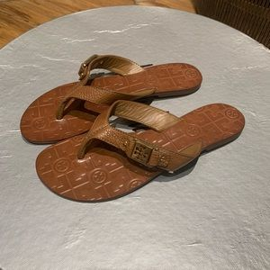 Tory Burch 8 Tumbled Leather Tan Sandals